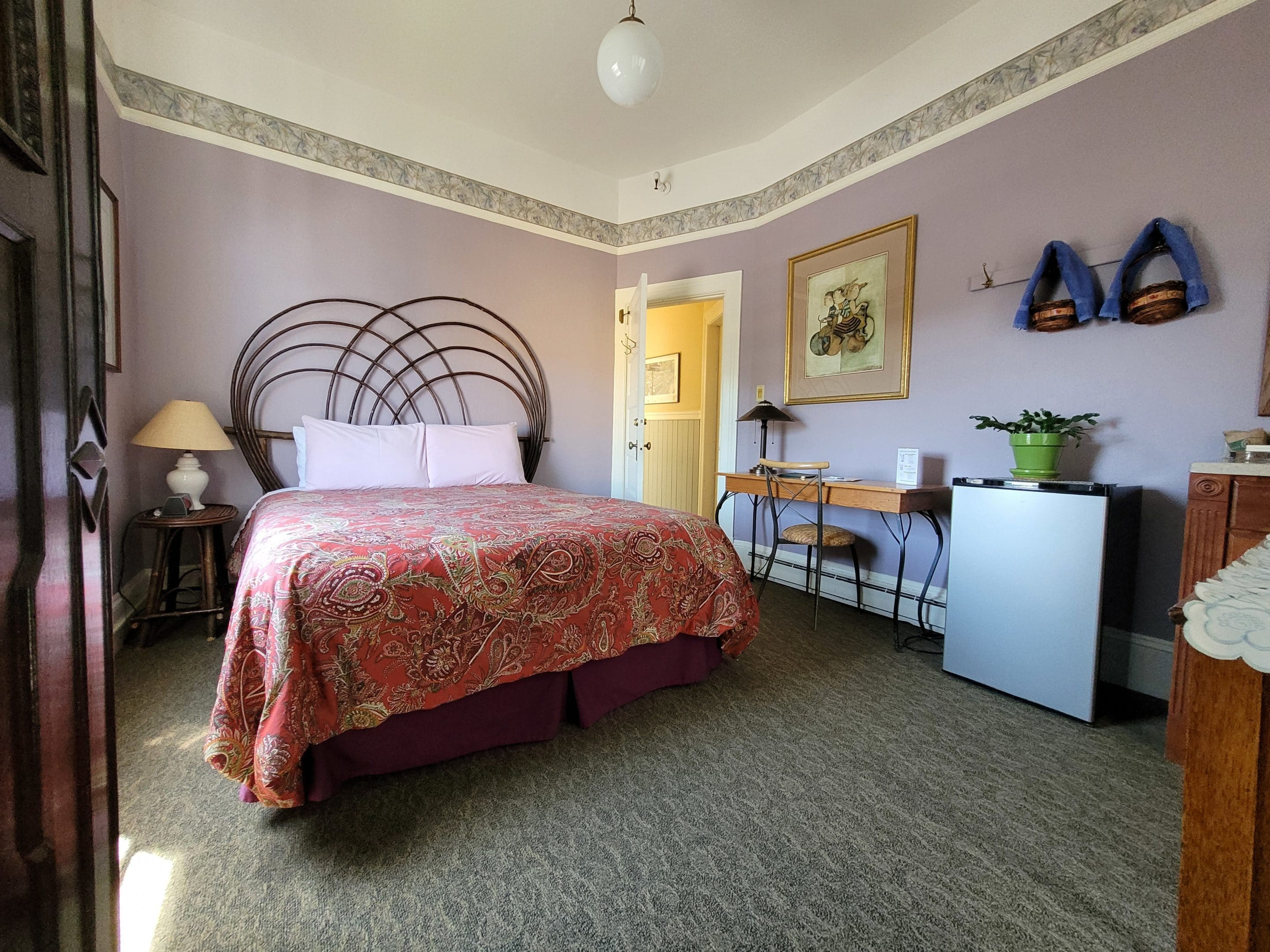 Room With Queen Size Bed, The Willows Inn Bed &Amp; Breakfast