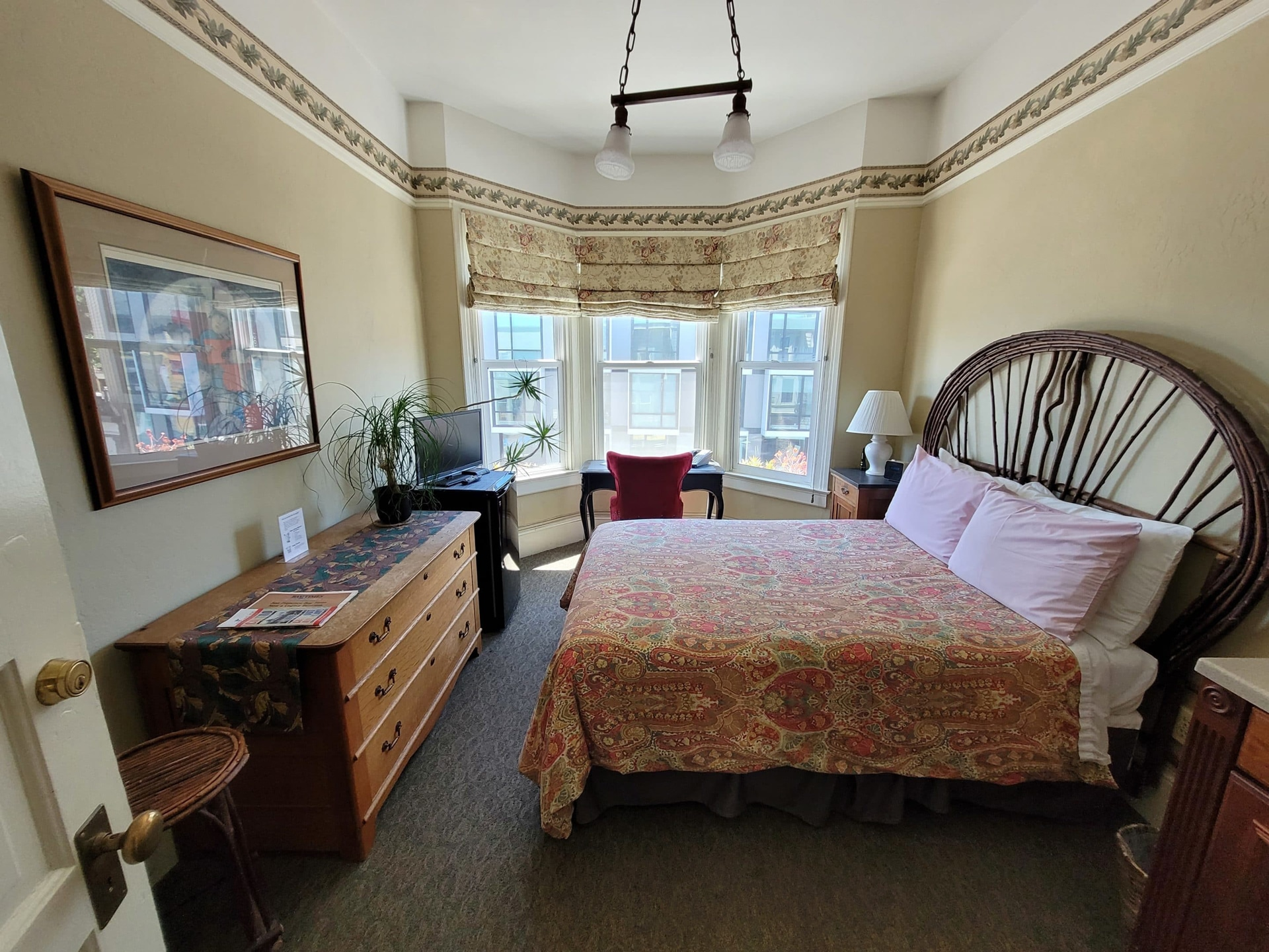 Room With Full Size Bed, The Willows Inn Bed And Breakfast
