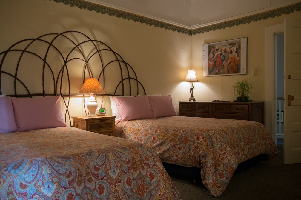 Room With Two Double (Full-Size) Beds At San Francisco Bed And Breakfast, The Willows Inn